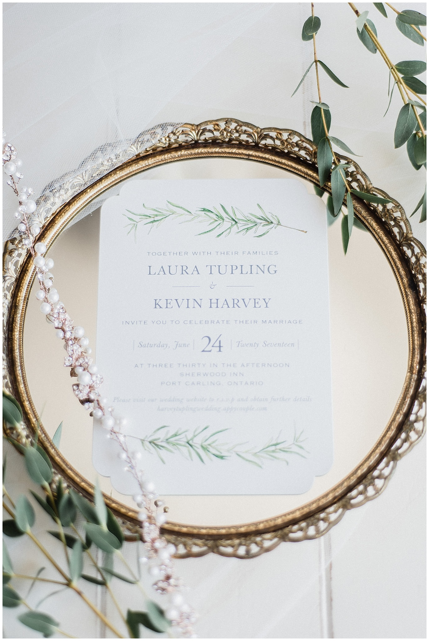 Pretty bridal details | Elegant Muskoka wedding by Jenn Kavanagh Photography
