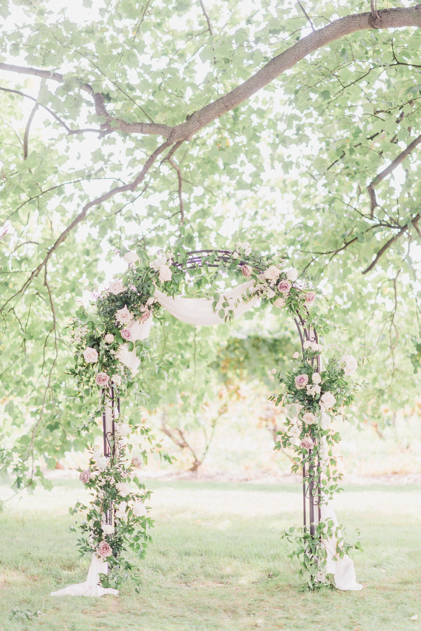 Floral ceremony arch by Mums Garden Floral Studio, photographed by Jenn Kavanagh Photography