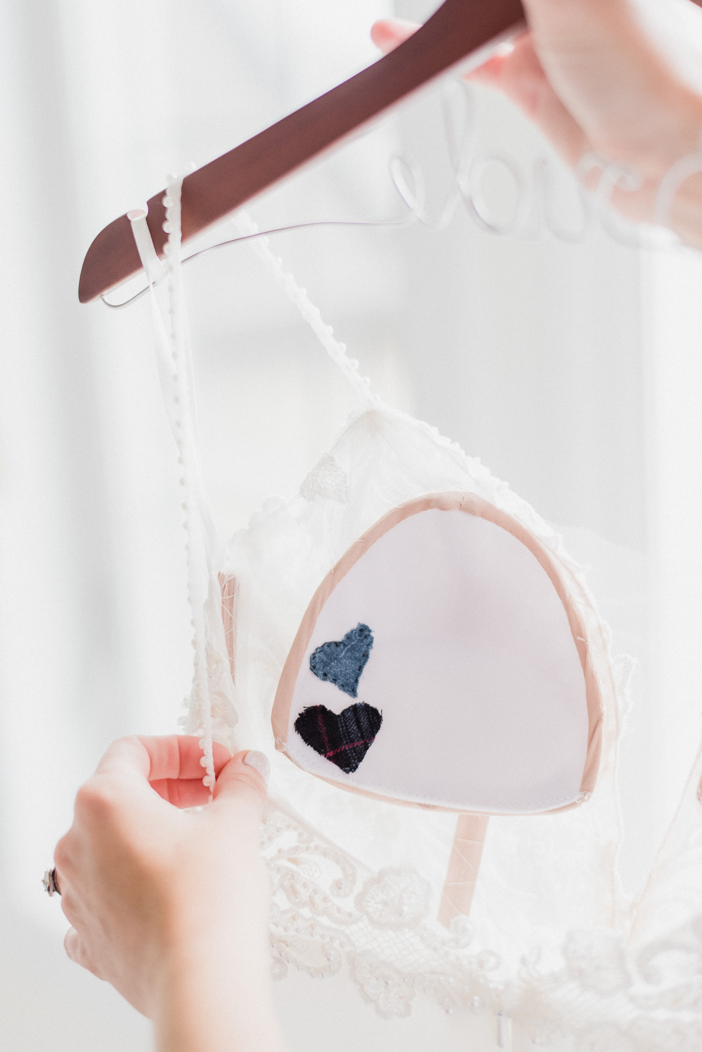 Bright Airbnb for bridal prep | Jenn Kavanagh Photography