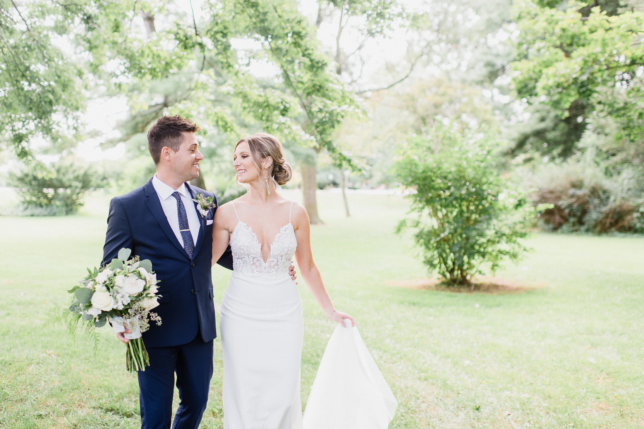 Bride and Groom Portraits at Shell Park by Jenn Kavanagh Photography | Oakville, Ontario Wedding