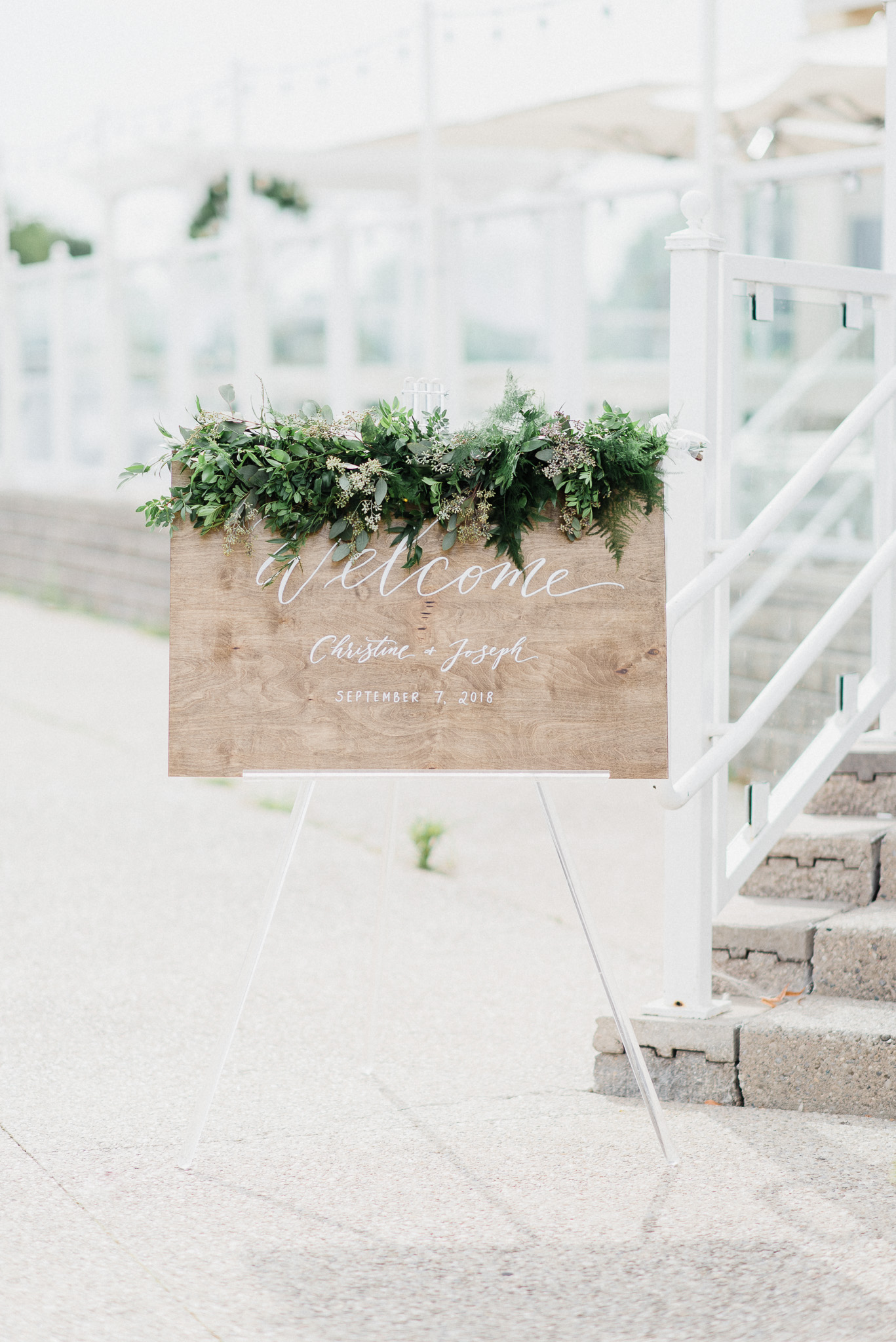 Wooden wedding welcome sign | Jenn Kavanagh Photography