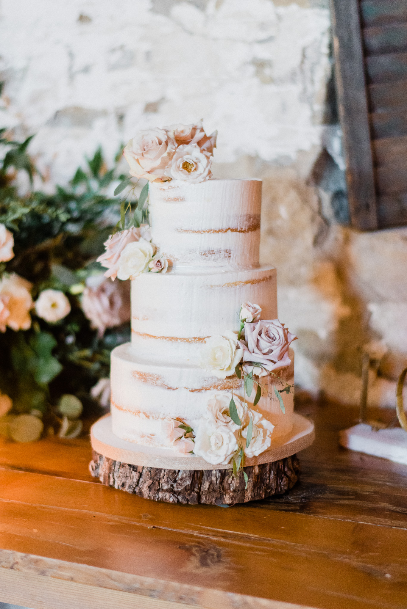 Sweet Celebrations cake | Honsberger Estate Winery Wedding by Jenn Kavanagh Photography