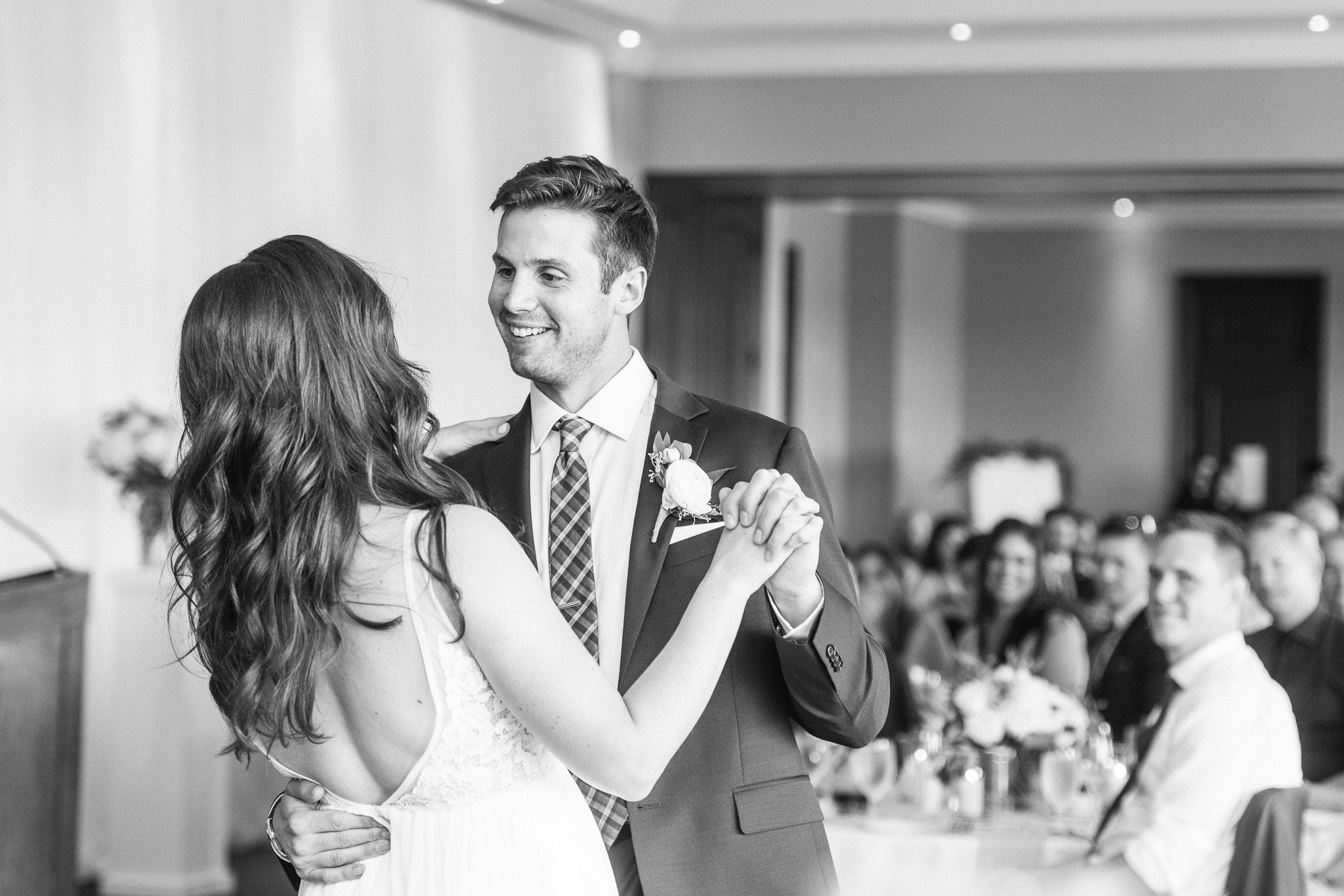 Elegant and simple Barrie wedding by Jenn Kavanagh Photography